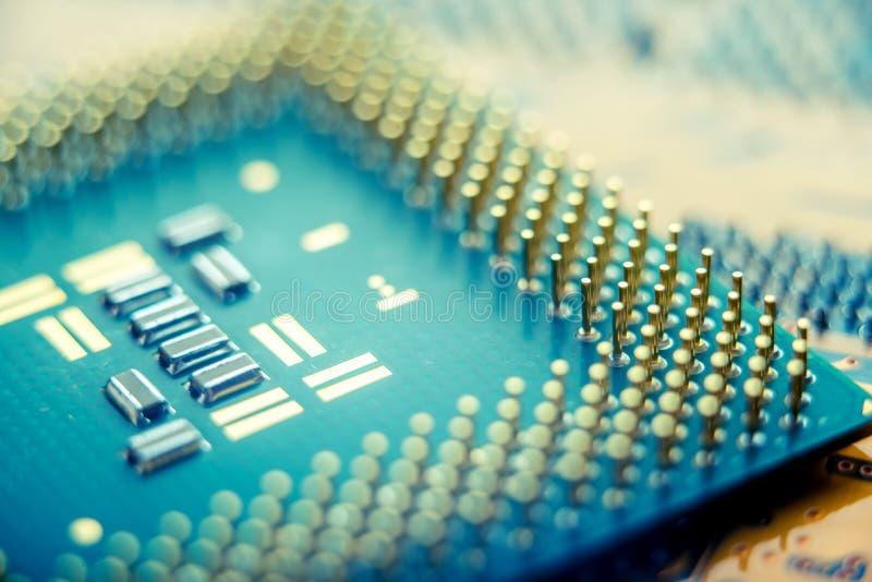 有半导体元素特写镜头的电子委员会 固体微电子学技术的概念  免版税库存照片