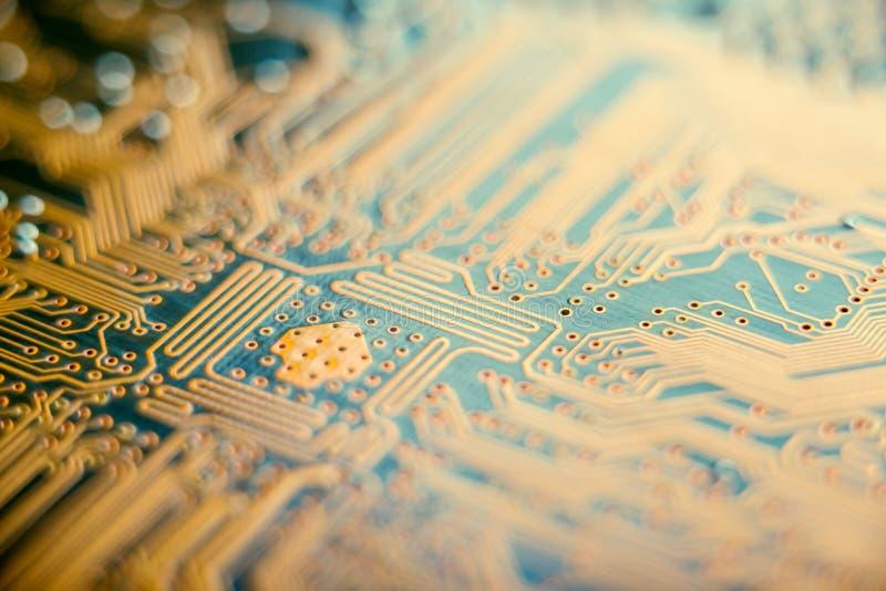 有半导体元素特写镜头的电子委员会 固体微电子学技术的概念  免版税库存图片