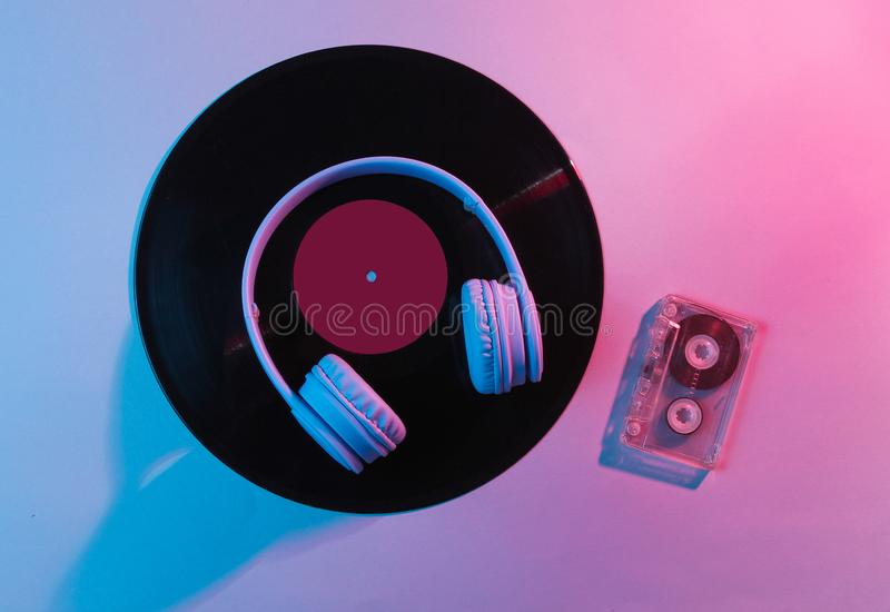 有卡型盒式录音机的耳机 库存照片