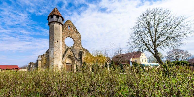 有卡尔塔修道院的,一个前Cistercian本尼迪克特的修道院全景,位于特兰西瓦尼亚南部,在锡比乌附近,罗马尼亚 免版税库存图片