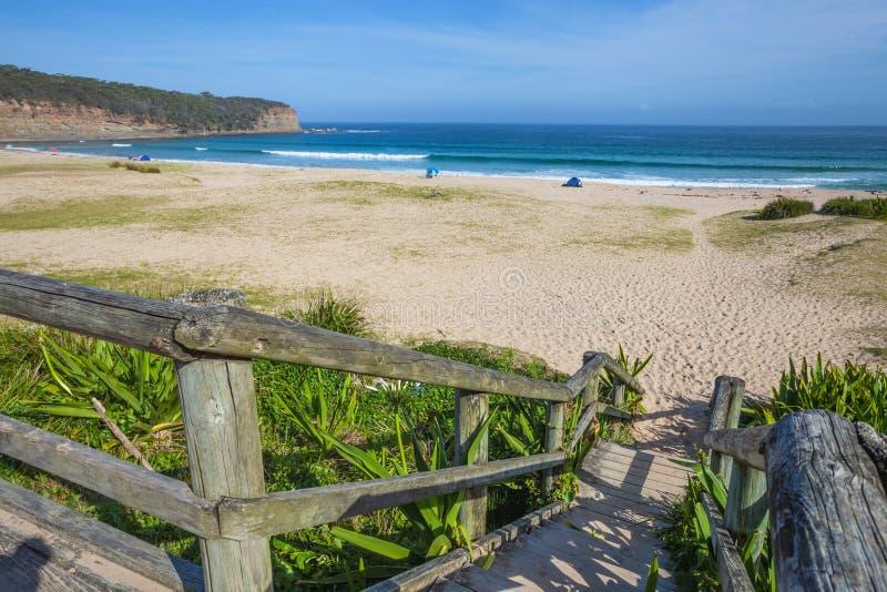 有卵石花纹的海滩新南威尔斯 免版税图库摄影