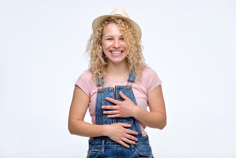 有卷发的女朋友笑大声微笑的快乐 库存图片