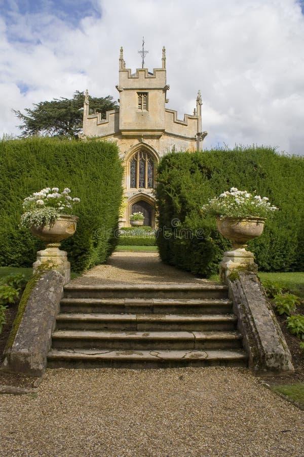 有历史教会的庄园 免版税库存照片