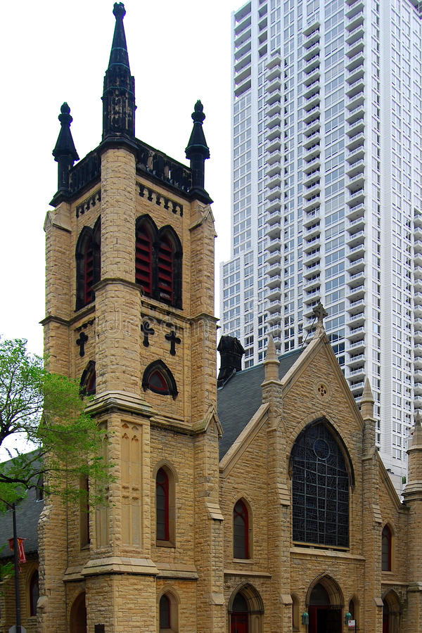 有历史街市芝加哥的教会 免版税库存图片