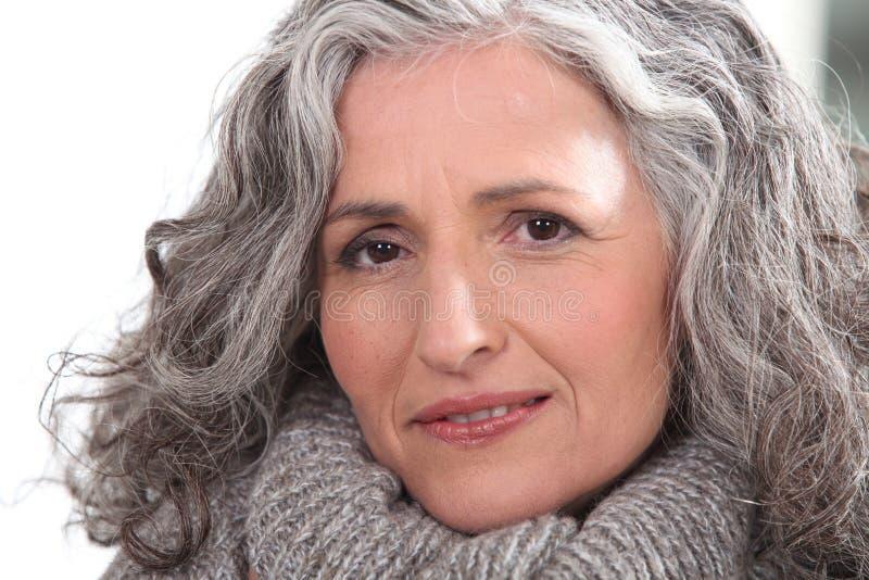 有厚实的灰色头发的妇女 库存图片