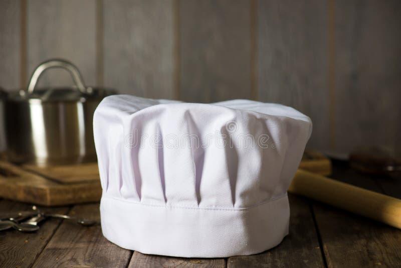 有厨房设置的厨师帽子 免版税库存图片