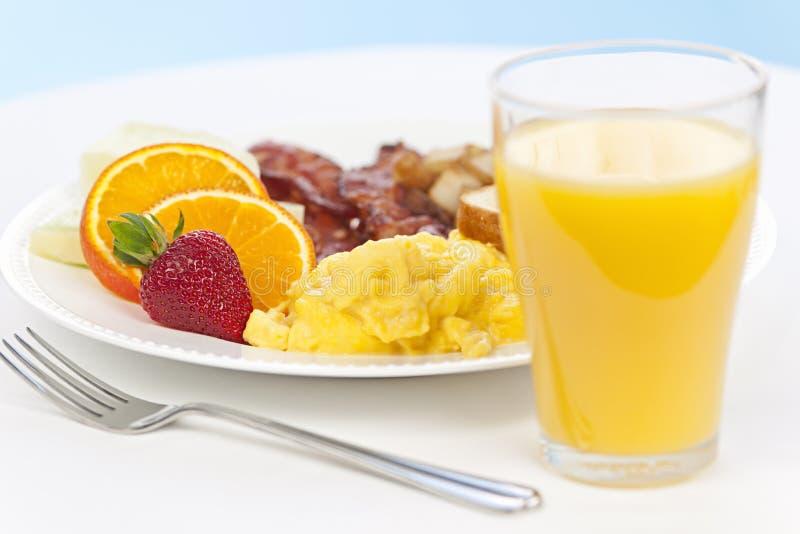有叉子的早餐板材 免版税库存照片
