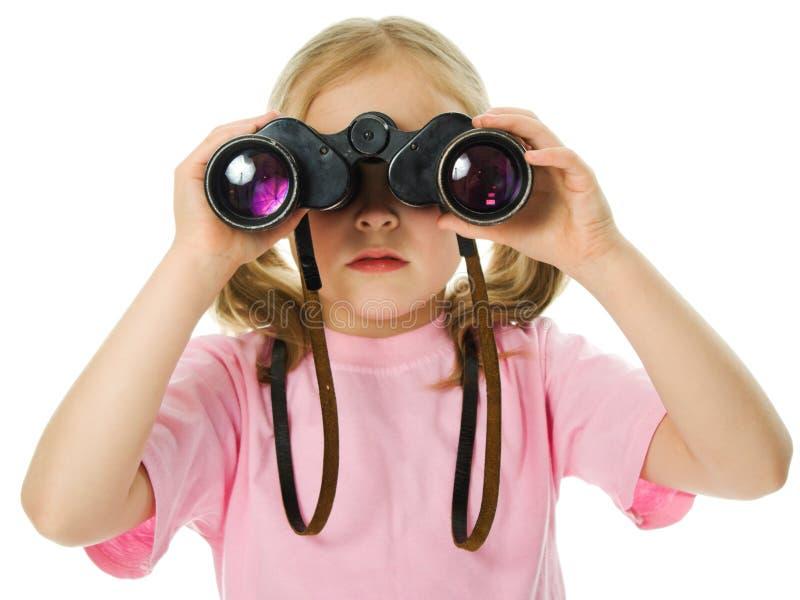 有双筒望远镜的小女孩 库存图片