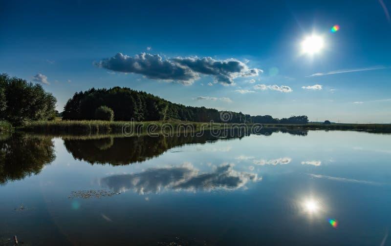 有反射的湖 免版税库存图片