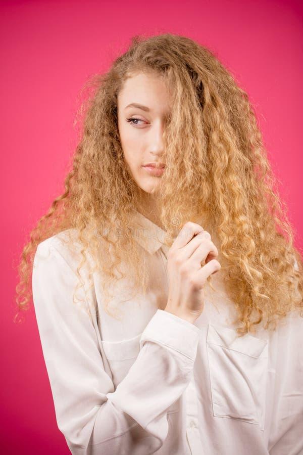 有发光的公平的财富的华美的妇女头发 库存图片