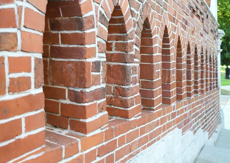 有发射孔的老砌石墙壁 库存照片
