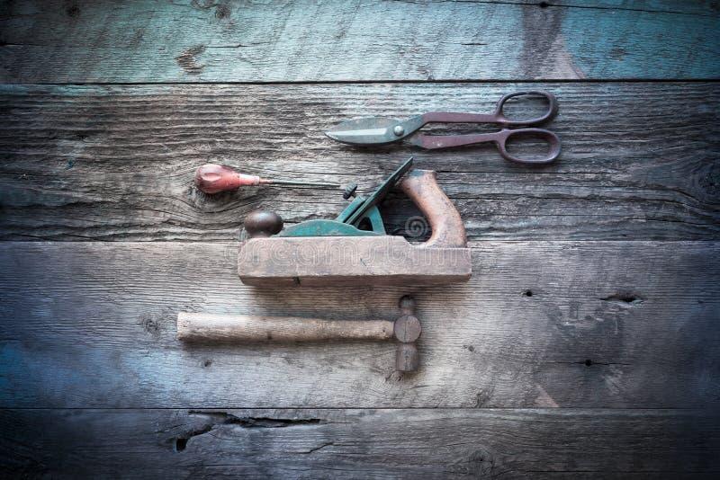 有发怒处理过滤器的古色古香的木工具 免版税库存图片