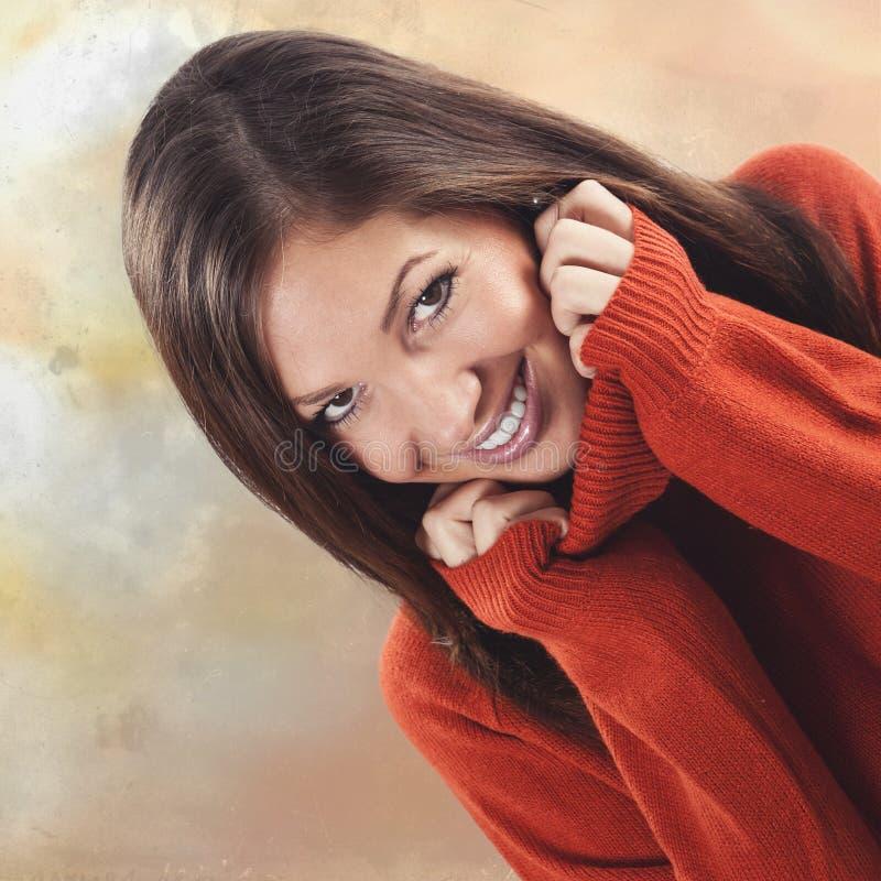 有可爱的微笑的可爱的少妇 免版税库存图片
