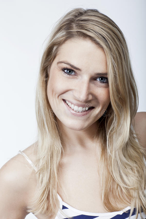 有可爱的美丽的妇女轻拍微笑 免版税图库摄影