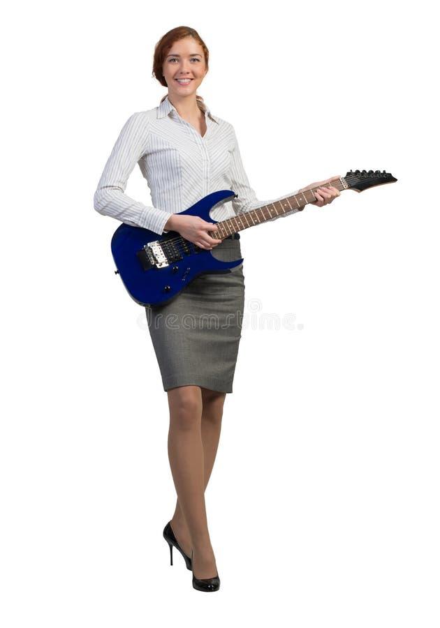 有吉他的女实业家 库存照片