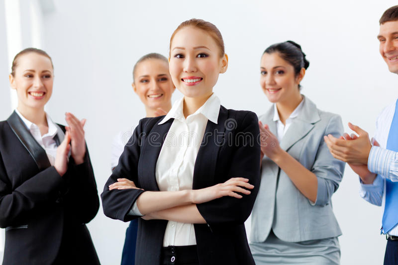 有同事的亚裔女商人 库存照片