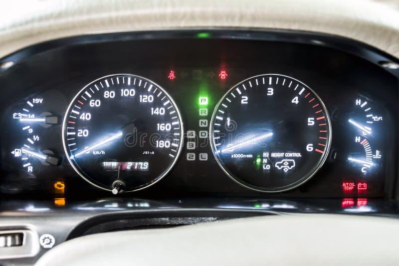 有名望的汽车仪表板,黑,引擎 ?? 免版税库存图片
