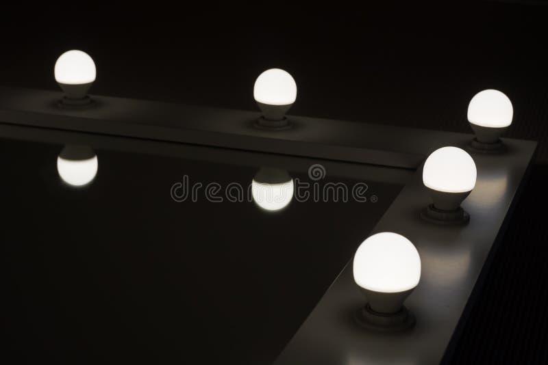 有后照光的壁角刃角镜子由LED灯 库存图片
