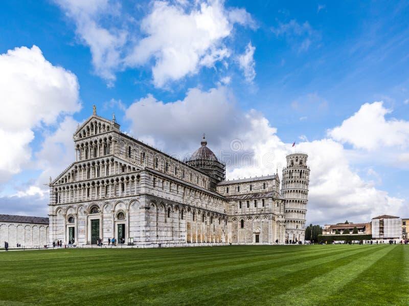 有后边斜塔的比萨大教堂,比萨,意大利 库存图片
