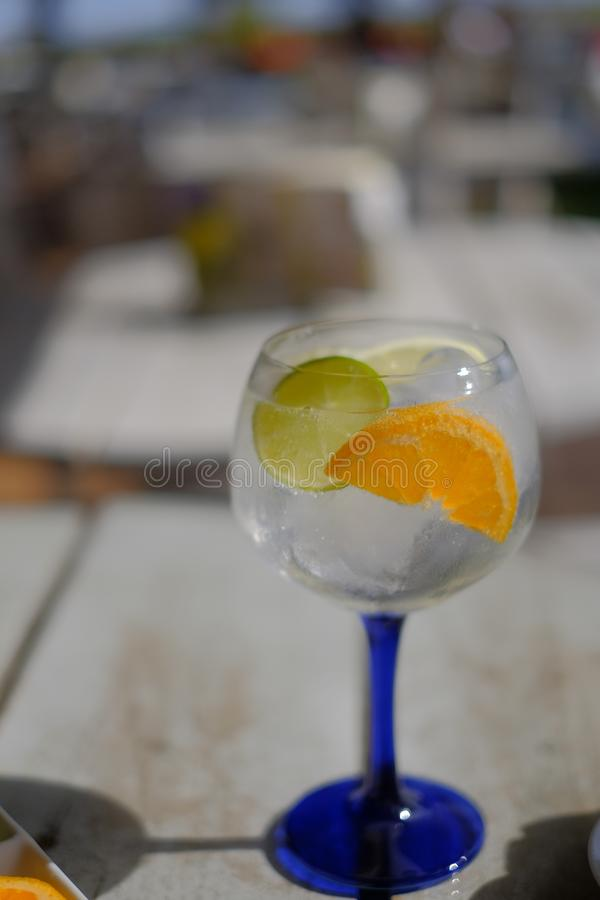 有含酒精的饮料的杯 免版税库存照片