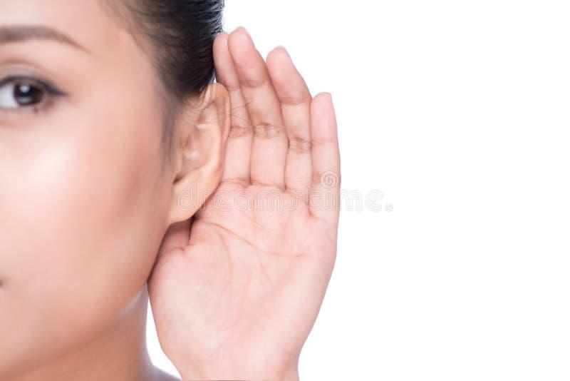 有听力丧失的妇女或有点聋 库存照片