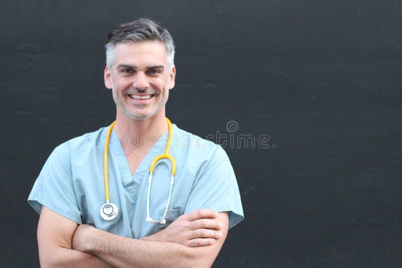 有听诊器微笑的画象的医生 库存照片