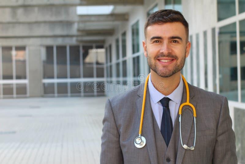 有听诊器的典雅的医生 免版税库存照片