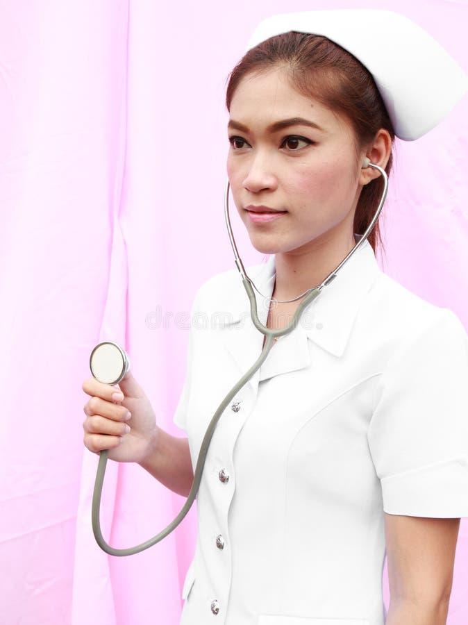 有听诊器的年轻人护士 免版税库存图片