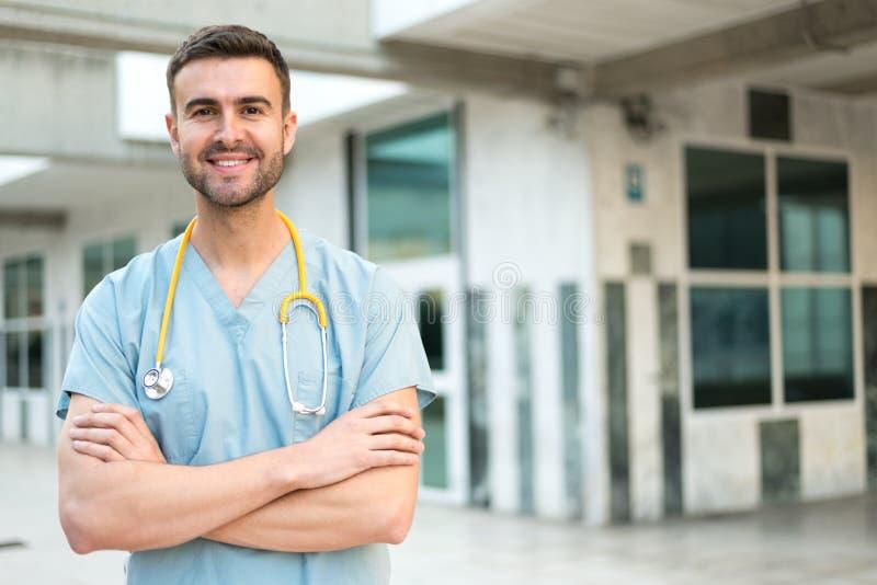 有听诊器的男性护士 库存照片
