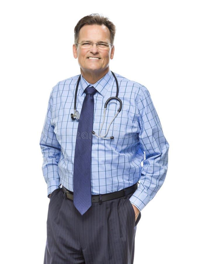 有听诊器的英俊的微笑的男性医生在白色 免版税库存图片