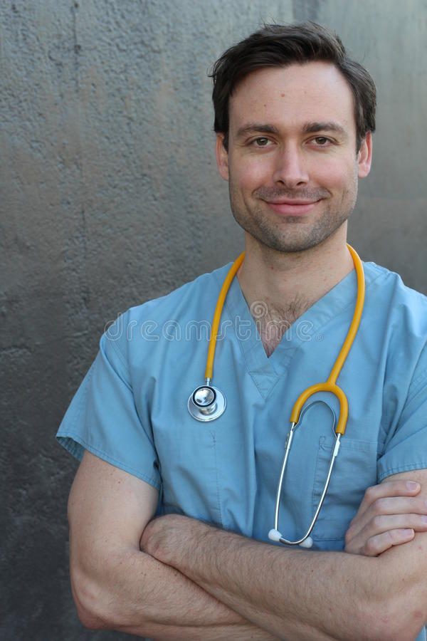 有听诊器画象的医生隔绝与横渡的胳膊 免版税库存图片