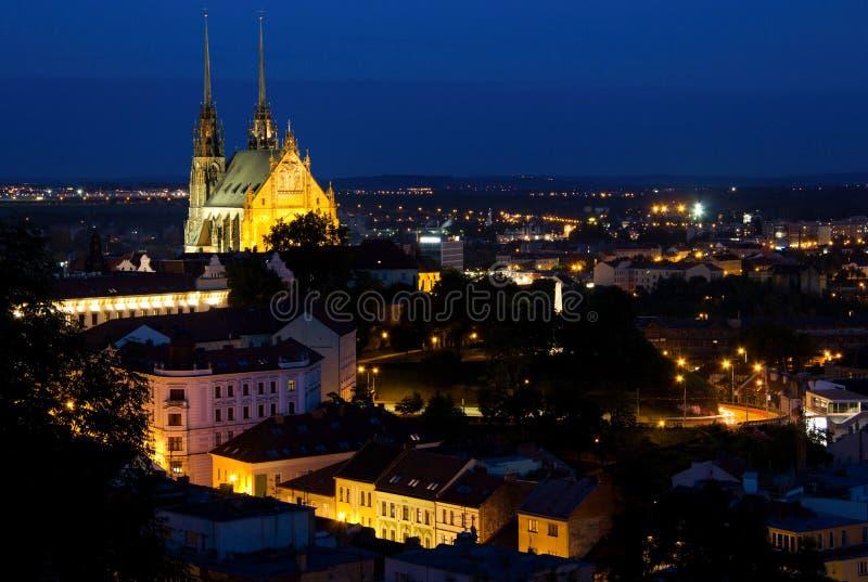有启发性圣皮特圣徒・彼得和保罗大教堂在晚上,布尔诺 库存照片