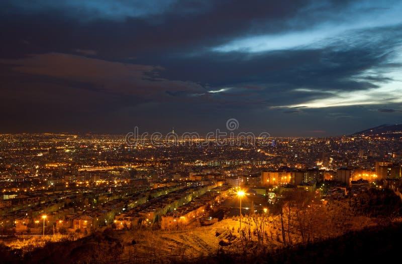 有启发性市德黑兰从上面在日落以后 免版税库存图片