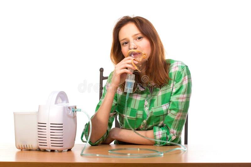 有吸入器的妇女 免版税库存照片