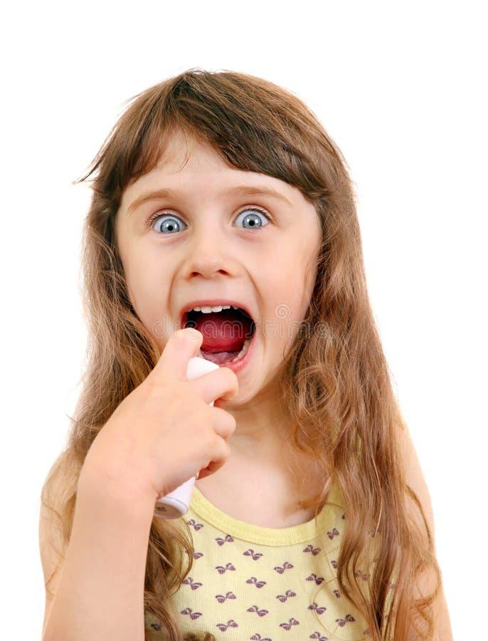 有吸入器的小女孩 图库摄影