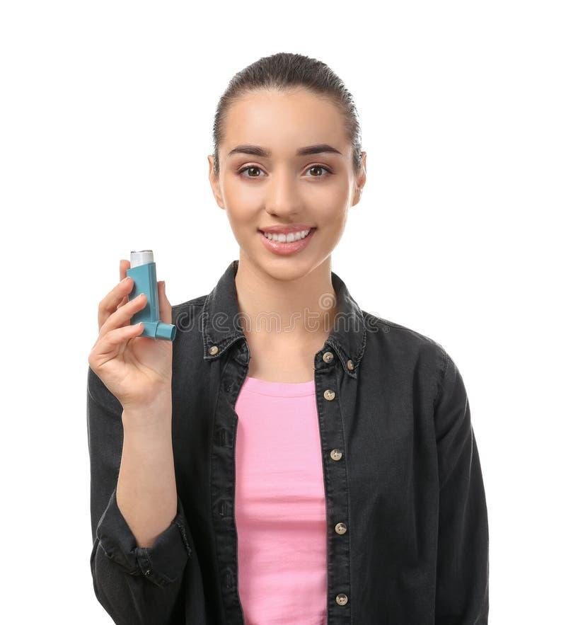 有吸入器的年轻女人在白色背景 r 库存图片