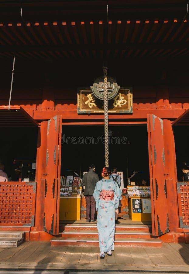 有吸引力亚洲妇女佩带日语 图库摄影