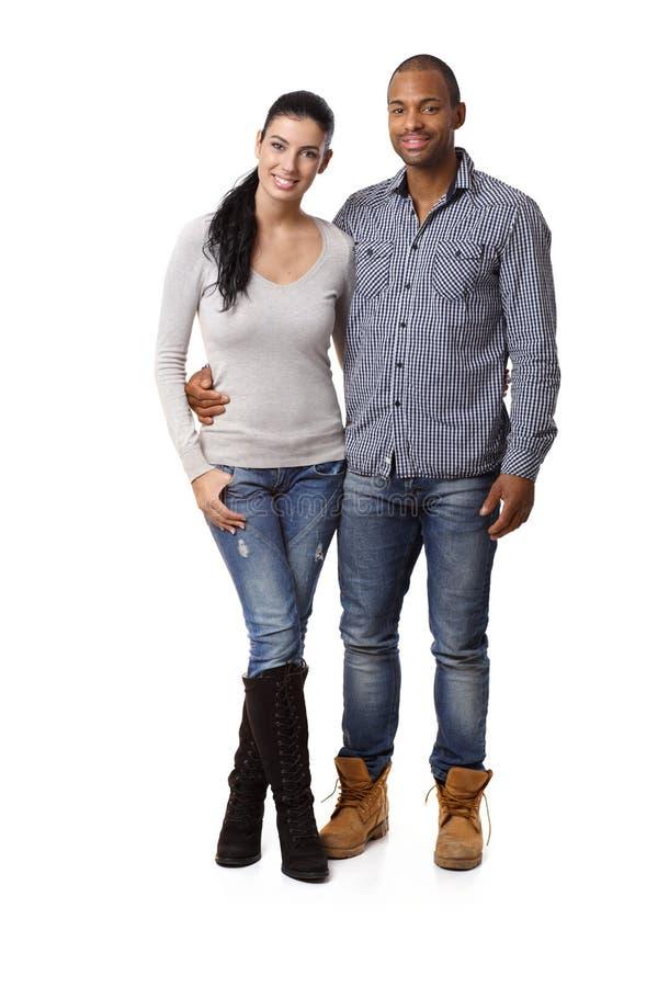 有吸引力混合的族种夫妇微笑 图库摄影