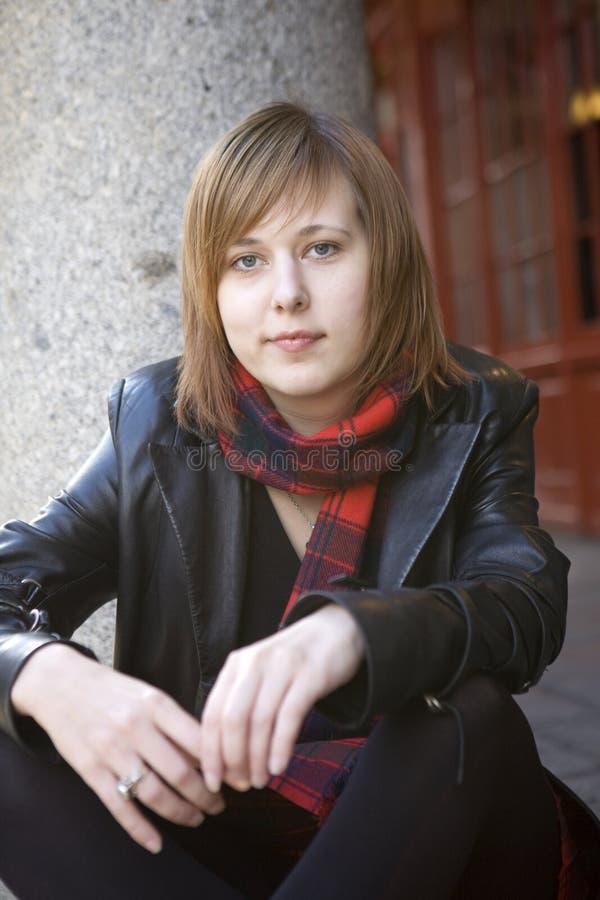 有吸引力的严重的妇女年轻人 图库摄影