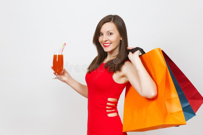 有吸引力的在白色背景隔绝的红色礼服的魅力白种人时兴的年轻微笑的妇女 复制空间广告 库存照片