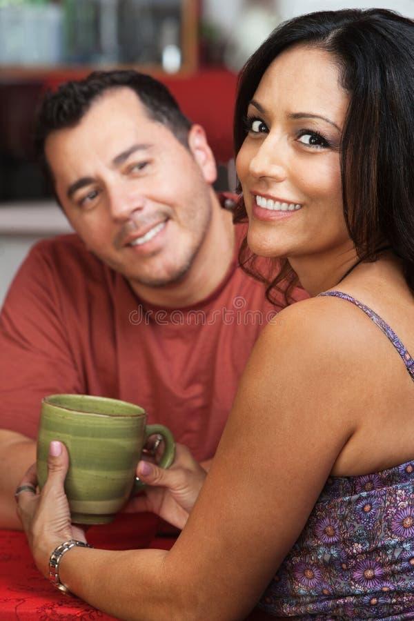 有吸引力的墨西哥夫妇 免版税库存照片