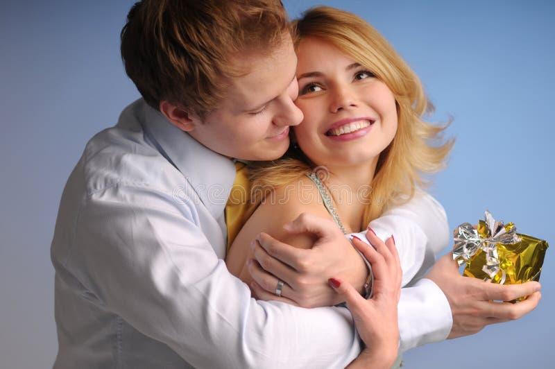 有吸引力的夫妇愉快的年轻人 库存图片
