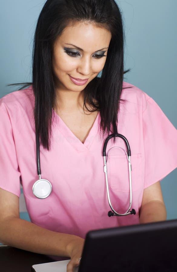 有吸引力的护士年轻人 免版税图库摄影
