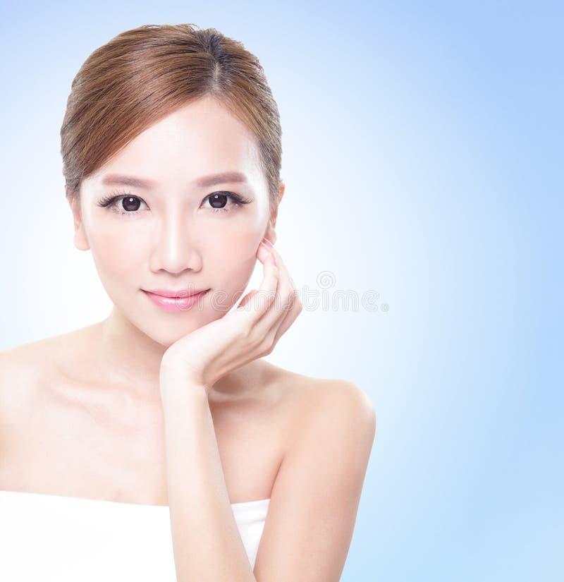 有吸引力的护肤妇女面孔 图库摄影