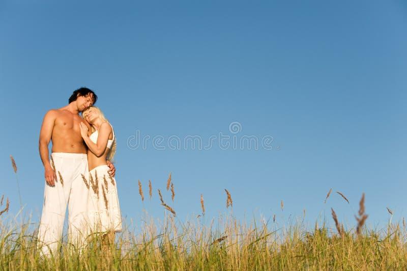 有吸引力的海滩夫妇 免版税库存照片
