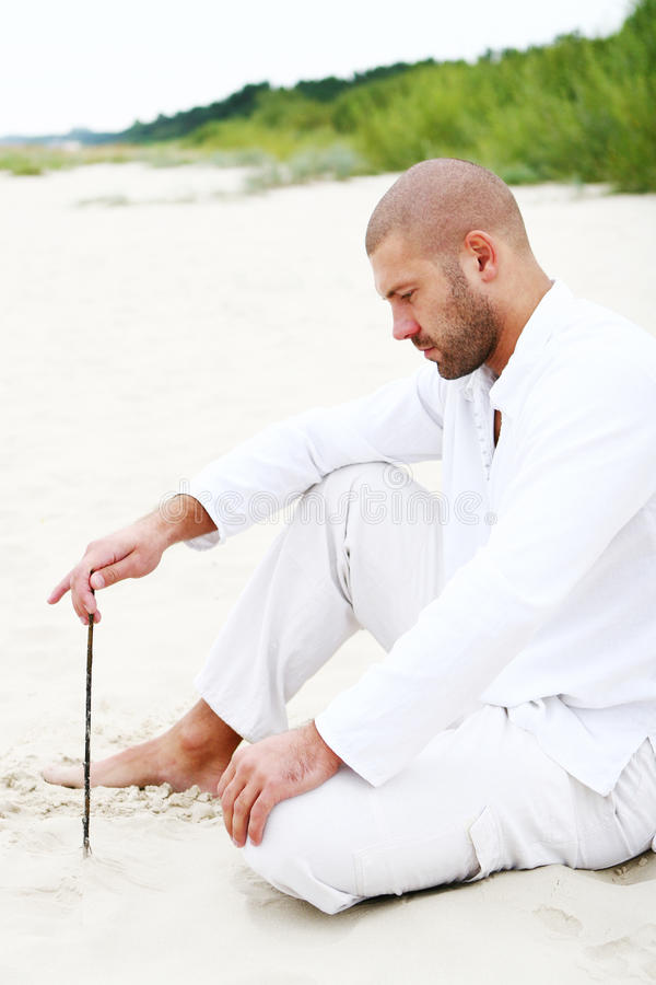 有吸引力的海滩愉快的人 免版税库存图片