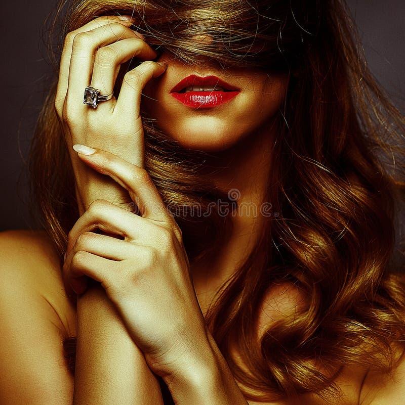 有吸引力的白肤金发的女孩浪漫史画象 免版税库存照片