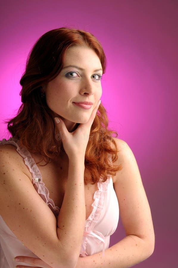 有吸引力的红头发人妇女年轻人 库存图片
