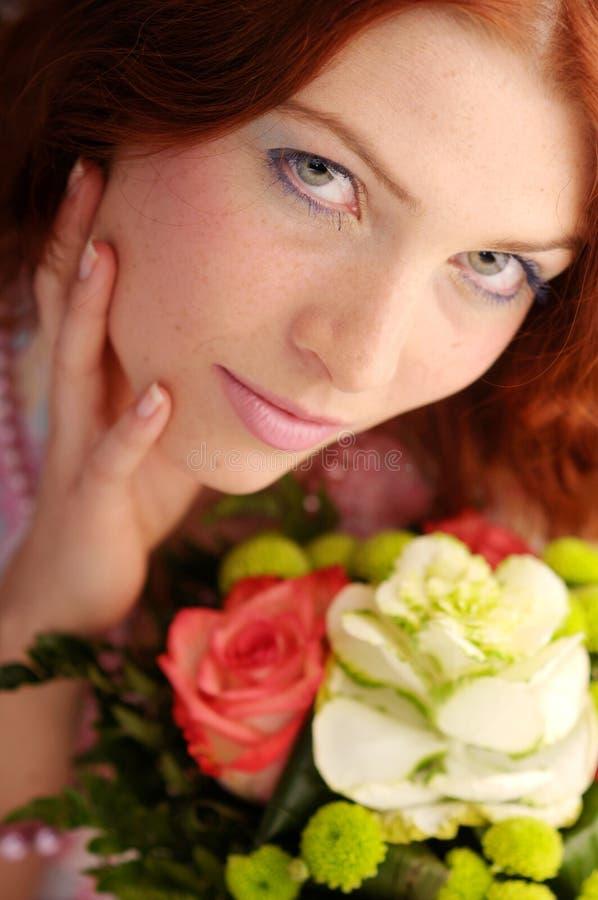 有吸引力的红头发人妇女年轻人 免版税图库摄影