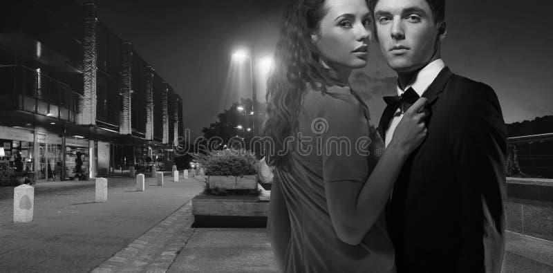 有吸引力的年轻夫妇Black&white照片  库存照片